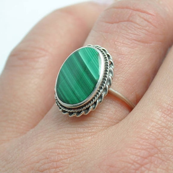 Malachite oval shaped ring vintage and sterling silver, oval vintage ring, malachite oval ring, malachite ring, oval ring, vintage ring