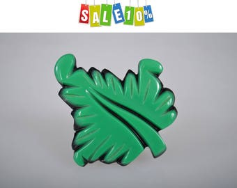 Green leaf vintage brooch pin