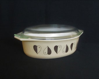 Vintage 1958 2.5 Qt. Pyrex Gold Hearts Cinderella Oval Casserole Dish with Lid