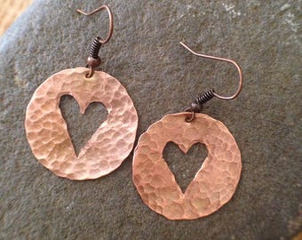 Hammered copper earrings with valentine heart.