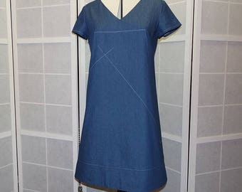 Trapeze dress loose fitting v-neck short sleeve blue denim deming
