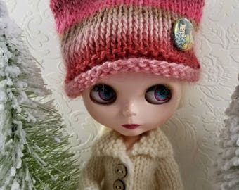 Soy & Wool Hand Knit Hat for Blythe Doll, With Removable Pinback Button, Berry Pinks