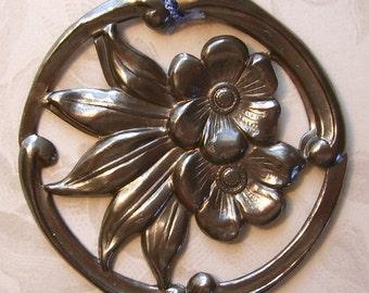 Les Fleurs de Grand-Mere Necklace