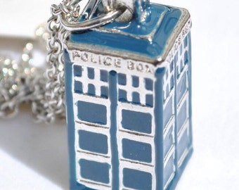 Doctor Who TARDIS 3D pendant necklace in white metal with Blue Finish