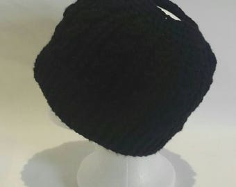 Chunky cabled crochet messy bun hat in black - ponytail hat - bun hat