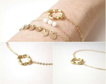 Bracelet with four leaf clover / Clover bracelet / Stacking bracelet / Four leaf clover / Simple bracelet / Everyday bracelet /