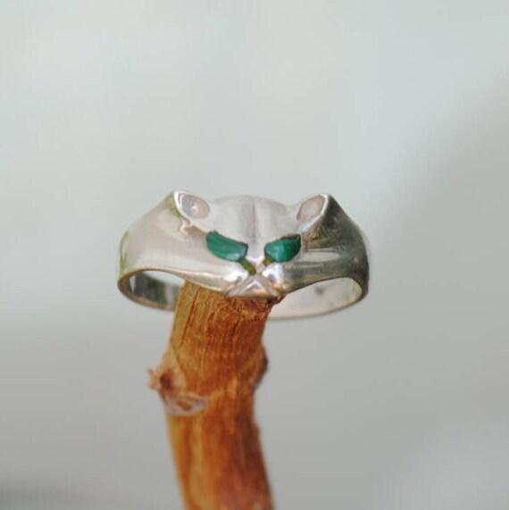 Cat ring, malachite ring, animal ring, silver ring, girl ring, vintage ring, boho ring, small ring, malachite jewelry, vintage jewelry