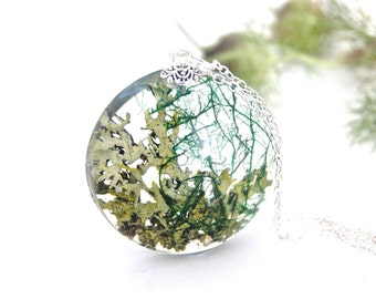 Moss necklace. Lichen necklace. Resin jewellery, Forest jewellery. Forest terrarium. Nature jewellery. Gift for her. By OCEAN PETALS