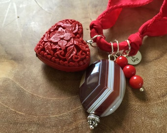 Red Rose: an one of a kind silk wrapbracelet of necklace with semi preciousstones. red, stripes, heart, wood, agate, coral, decorative