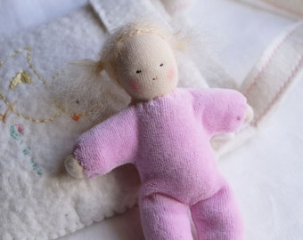 "Waldorf Pocket doll ""light pink"" in a felted bag"