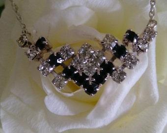 Stunning Sparkly Vintage Geometric Dark Blue & Clear Diamante Silver Tone Necklace.