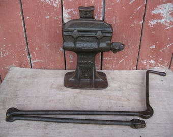 Antique Worm Gear Rees Jack 5A with Original folding Handle