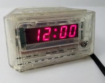 GPX AM / FM Clock Radio Alarm Clear CR1870CLR 90s