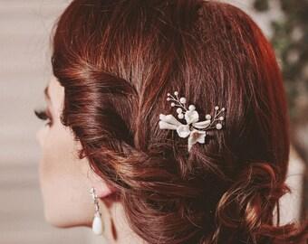 Bridal hair pins, white flower hair pins, bridal hair pin set, wedding hair pins