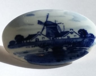 Vintage Holland Delftware Handpainted Brooch