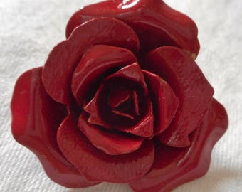 Large VINTAGE Red Rose Realistic Metal BUTTON