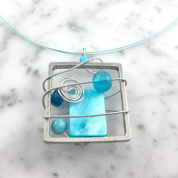 Square metal stainless necklace colors, baby blue, blue, turquoise, beads pewter and stainless steel tiger tails, les perles rares