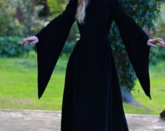 Vintage 70s velvet maxi dress / fabulous black high quality gothic maiden gown / fitted high waist trumpet angel sleeves /