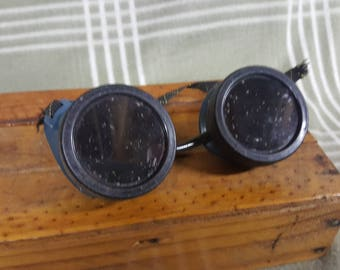Vintage STEAMPUNK GOGGLES. Motorcycle. Aviation. GREEN Lenses. Costume. Cool.