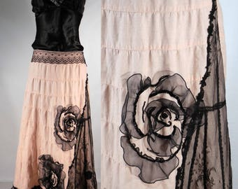 """Pink linen upcycled A-line skirt with black embellishments Hand beading, vintage black lace, invisible side zipper. Size small/med waist 31"""""""