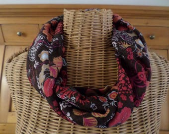 snood in viscose Brown background with different designs