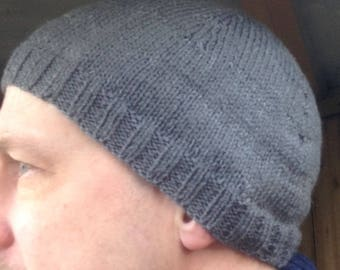 Grey beanie hat with reflective stripes, size adult
