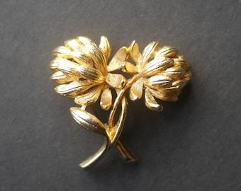 Sphinx gold tone flower brooch