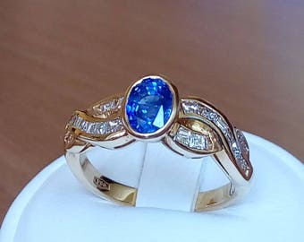 18K gold ring with oval blue sapphire and diamonds