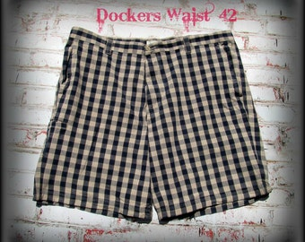 men's retro shorts, men's vintage 80's shorts,  men's plaid shorts, Dockers waist  42 shorts,   # 32