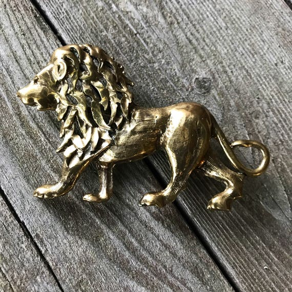 Huge 3 1/4 inch Vintage King of the Jungle Leo the Lion Goldtone Lion Brooch with Beautiful Wavy Mane