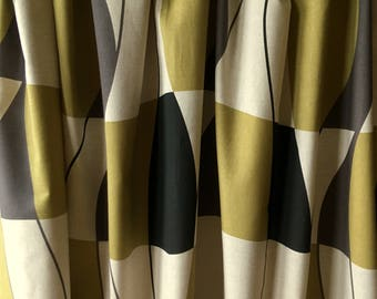 High quality pair of curtains printed on linen with abstract pattern in 1950s style from Sweden.