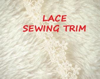 5 YARDS, 1960s Vintage, SEWING TRIM, Cream 1 Inch, Flat Lace Edge, Machine Crochet Flowers, L147