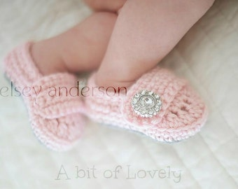 Baby shoes, crochet baby girl shoes, baby slippers, baby shoes, infant girl shoes, infant shoes, photo prop, photo props, pink, grey