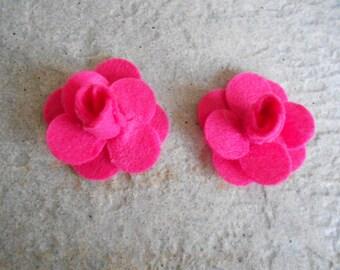 1 set of 2 felt flowers for customisation, embellishment, making jewelry etc.