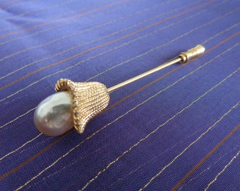 Vintage Pearl Modernist Flower Stick Pin - Gold Tone  Beeautiful shape!!  Nice piece