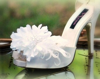 Shoe Clips White / Ivory Flower Feathers & Pearls. French Shabby Chic Bride Bridal Pin, Sophisticated Elegant Glamourous Marriage Photo Prop