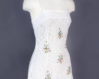 1970's Vintage White Lace Dress - Embroidered, Cotton, Made In Mexico, Festival Dress, Boho Dress, Summer Dress, Day Dress,SIZE: Small