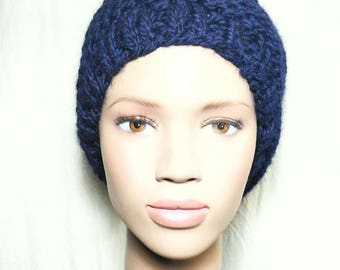 BEANIE Navy blue wool crocheted by hand