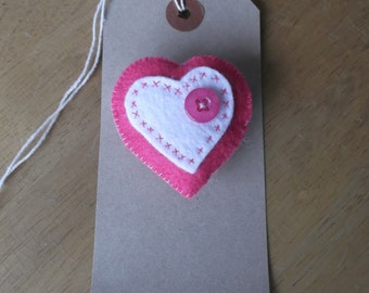 Felt heart brooch pink
