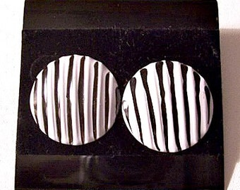 Black White Stripe Disc Pierced Earrings Silver Tone Vintage Round Crimped Wavy Buttons