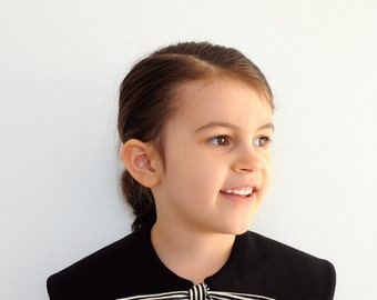 capelet - black stripe