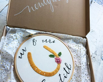 Mr & Mrs - Custom Wedding Embroidery Hoop 8'' | marriage gift name personalised ceremony good luck horseshoe sentimental memory newlyweds