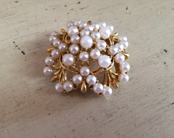 Vintage Lisner Faux Pearl Goldtone Bouquet Brooch Pin