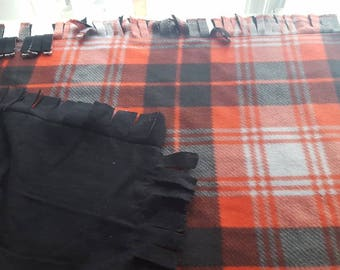 Simple plaid and black pet blanket