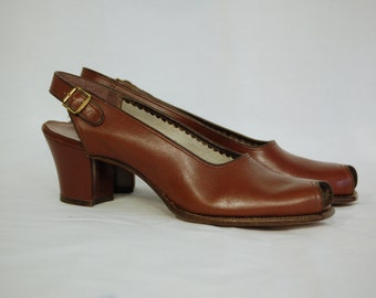 SALE 30% OFF // Vintage 1940s Slingbacks / Size 9AAAA / Drew Shoes / HF Crismond's / Arch Rest