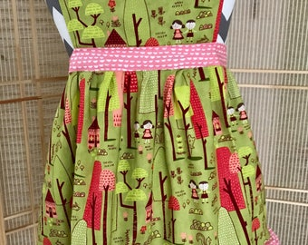 Girls apron, woodland apron, childs apron, green apron