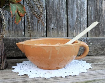 Brown Mustard Color Batter Bowl With Pouring Spout And Spoon Slot/Rest And Handle / Country / Rustic / Boho / Cottage Chic / Primitive