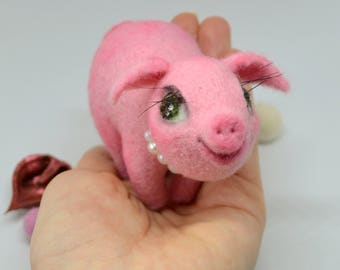 Needle felted pink piggy with big eyes and long lashes, Felted miniature pig, Sweet pink piglet, Adorable needle felted miniature piggy, Pig