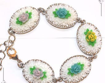 "Bracelet Cabochon cameos from resin flowers romantic ""A breath of spring"""