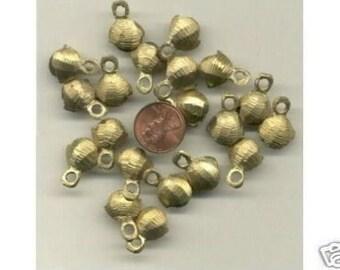 20  Brass  Clam Shell Bells,  14mm